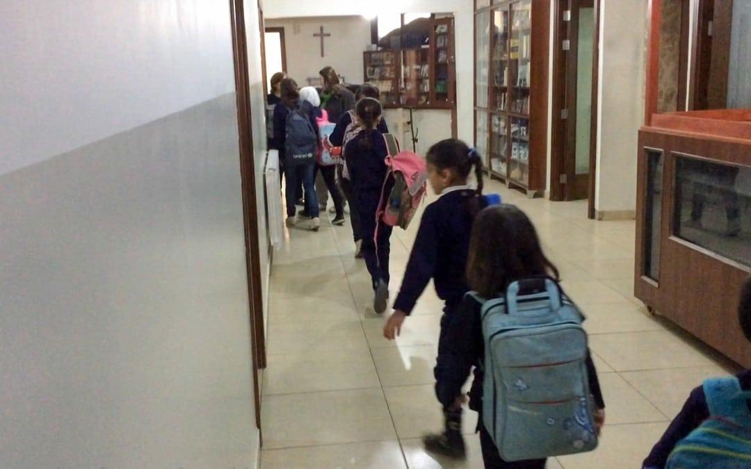 Syyrialaiset pakolaislapset pääsevät taas kouluun