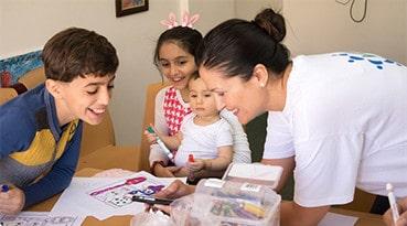Taideterapia auttaa irakilaisia pakolaislapsia käsittelemään traumoja