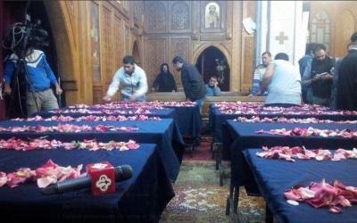 Kirkosta poistuvia kristittyjä tulitettiin Kairossa