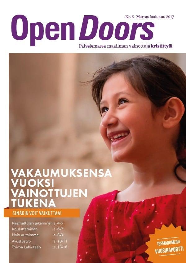 Open Doors lehti joulu 2017 jossa hymyilevä tyttö kannessa