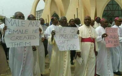 Nigerian piispat vaativat maansa presidenttiä eroamaan