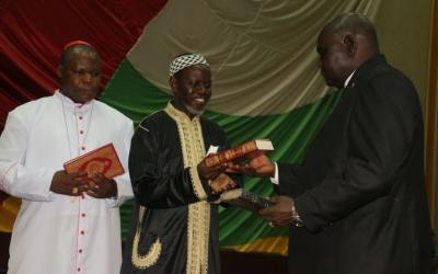 Keski-Afrikan tasavallan uskonnolliset johtajat varoittavat yrityksistä kärjistää Kristittyjen ja Muslimien välejä