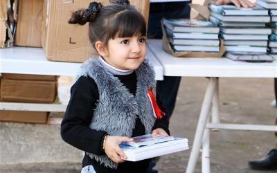 Evankeliumin siemeniä kylvämässä: Jumalan sanan jakaminen Irakin lasten ja nuorten pariin.