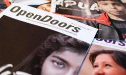 Joitakin Open Doors -lehtiä päällekkäin