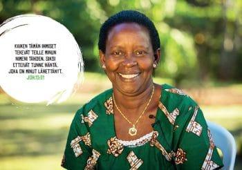 Kalenteri 2020 kuva 4 hymyilevä nigerialaisnainen