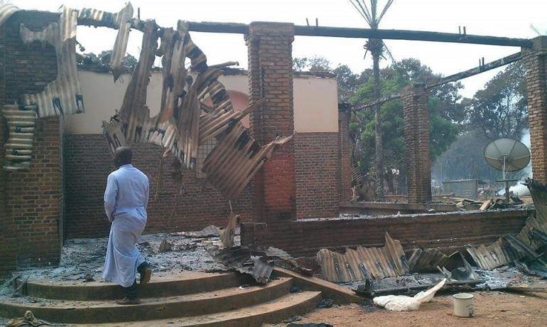 Keski-Afrikan tasavalta: kaksi pappia kymmenien surmattujen joukossa islamistien hyökätessä kirkkoon