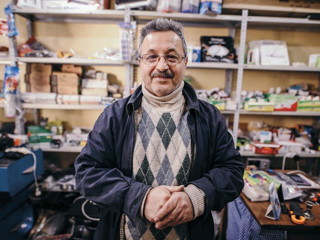 Syyrialainen mies kaupassaan