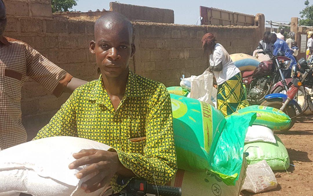 Ilon päivä Burkina Fasossa: näin meitä siunattiin maissilla, riisillä ja pavuilla