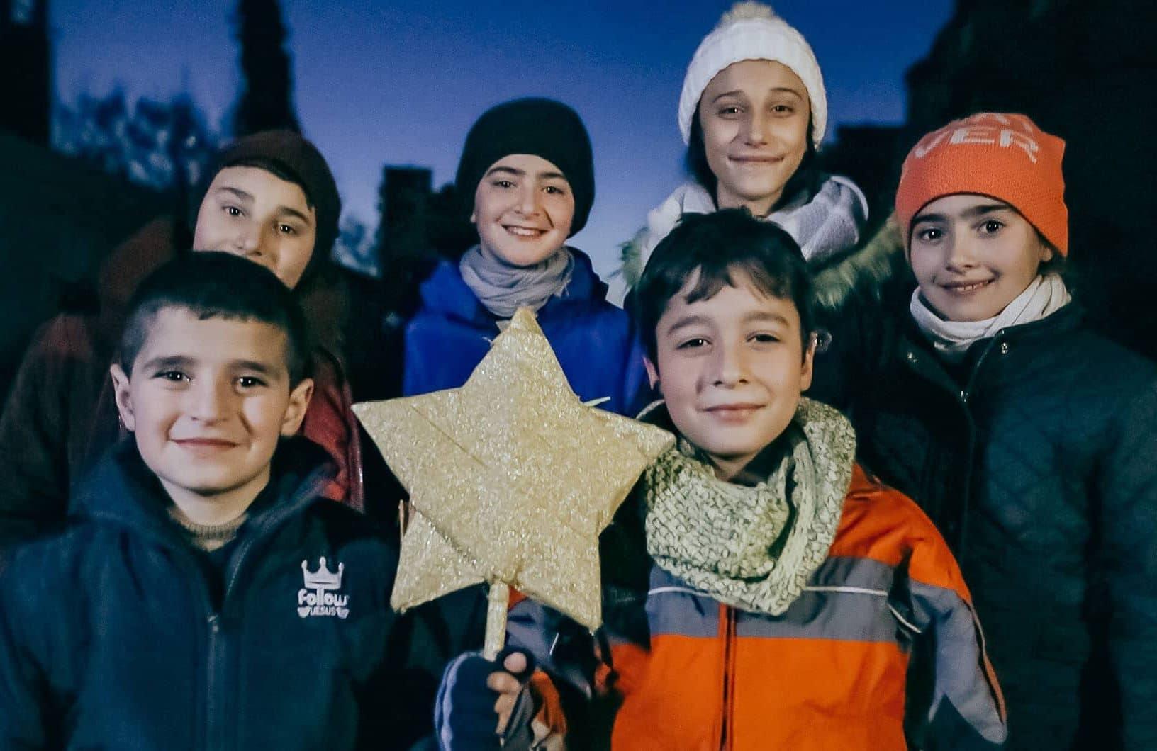 Syyrialaisia lapsia joulun alla