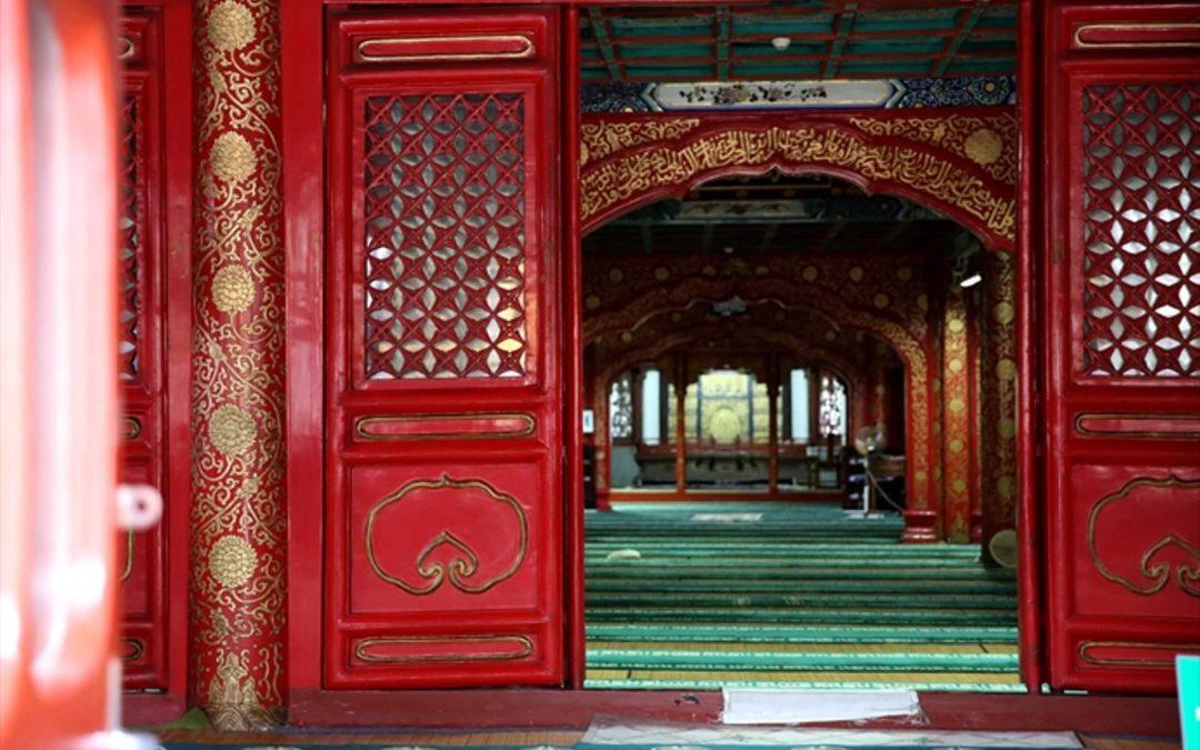 """Kiinan """"ääriliikkeisiin"""" kohdistamilla vainoilla yllättävä seuraus: muslimi-isä ei enää lyö kristityksi kääntynyttä tytärtään"""