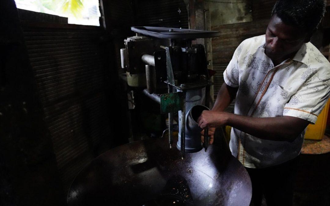 Srilankalaisia tippaleipiä: Kanmanirajah myy taas murukkuja