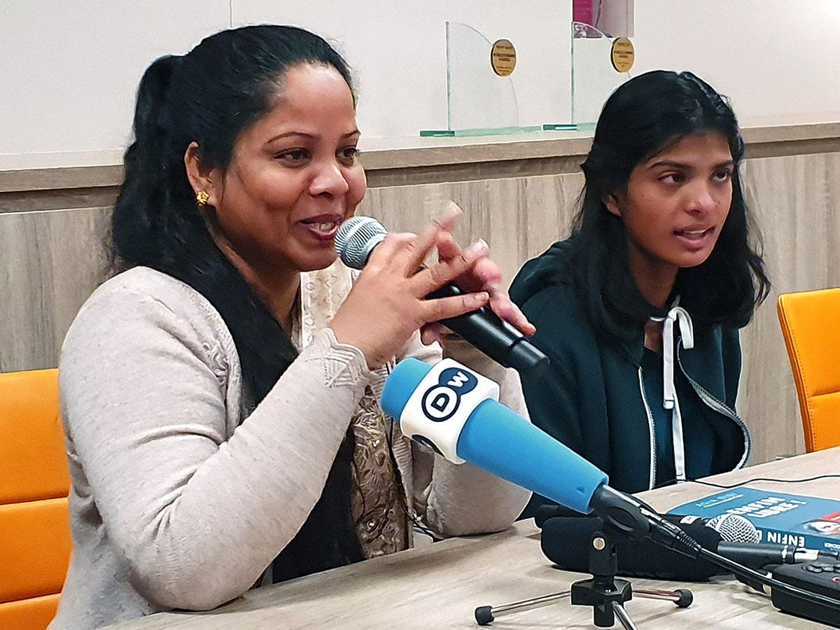 Asia Bibi tyttärensä Eshan kanssa lehdistötilaisuudessa