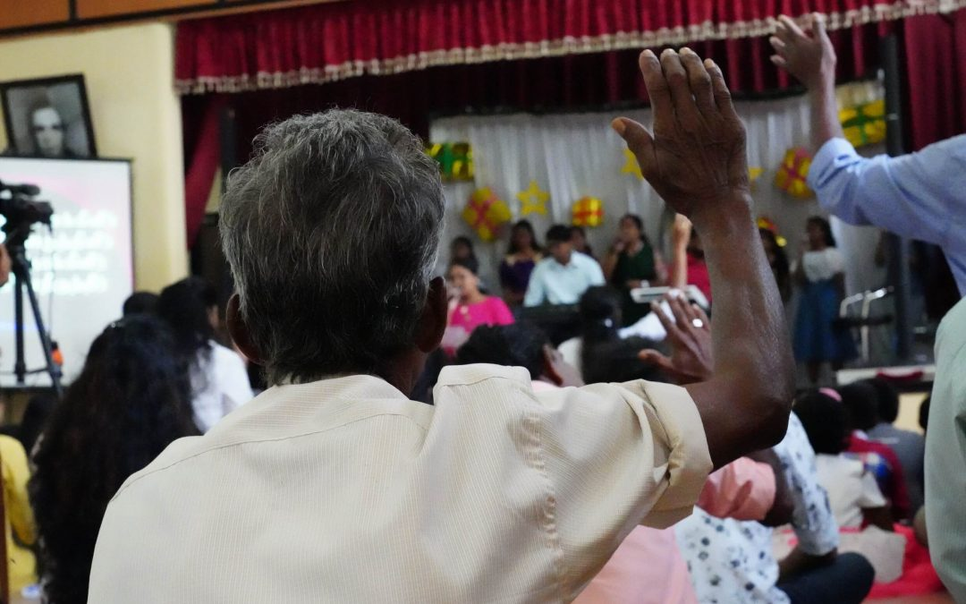 Sri Lankan pääministeri väläyttää käännyttämisenvastaisen lain paluuta