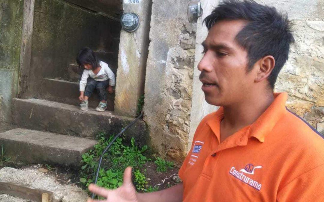 Vainottu, mutta ei hylätty: kodistaan pois ajettu Javier sai maailmanlaajuisen kirkon seisomaan rinnallaan