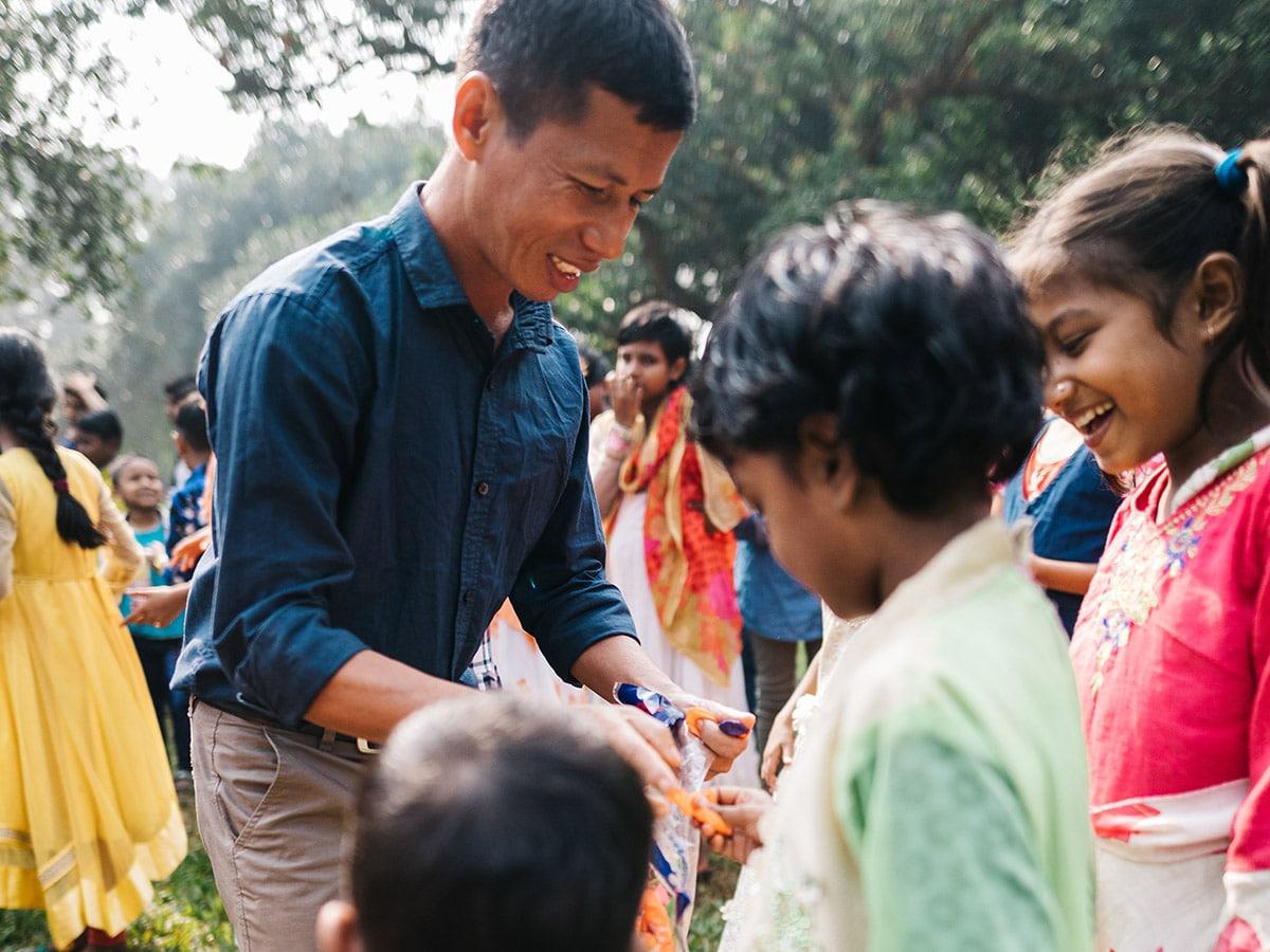 Bangladeshilaisia kristittyja koolla