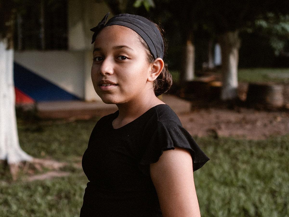 Kolumbialainen kristitty tyttö Daniela