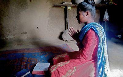 """Orvoksi jäänyt ja yhteisönsä hylkäämä intialainen Sitara: """"Vain Jumala tuli avuksemme"""""""