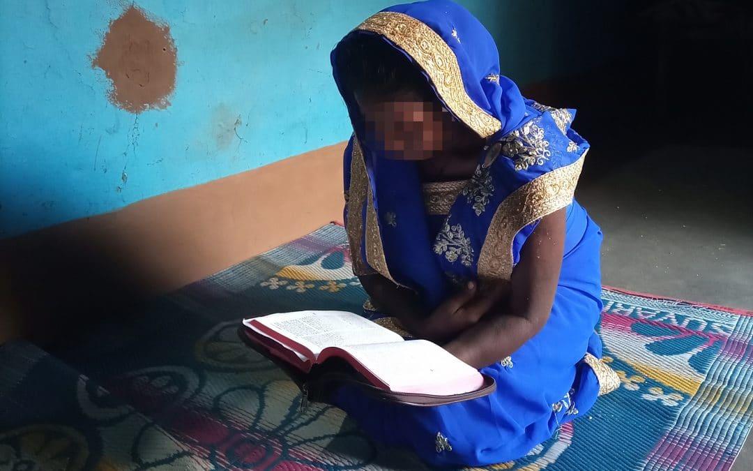 Intialainen Kusum vastasi vainoon rukouksella – nyt vainoajatkin kääntyvät