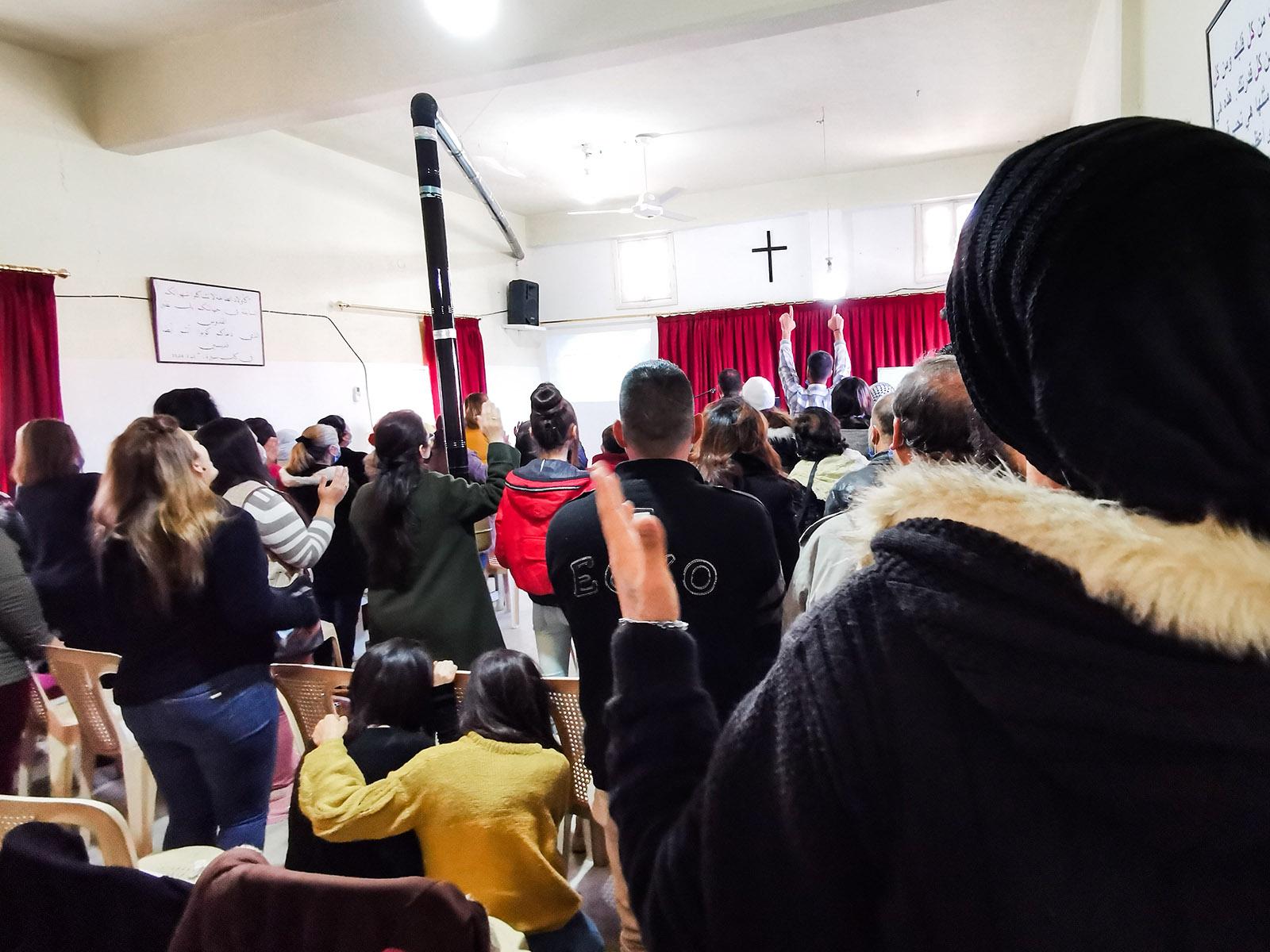 Syyrialaiset seurakunnat ovat muuttumassa Toivon keskuksiksi, jotka tarjoavat tuhon jälkeen Kristuksen antaman toivon asuinalueensa ihmisille.